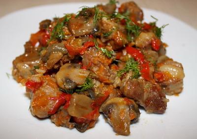 Тушеное мясо с шампиньонами и картофелем