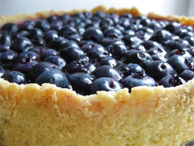 Пирог с свежей черникой