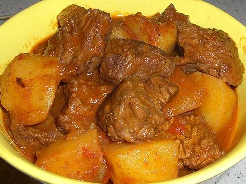 Блюдо из кусочков говядины в духовке