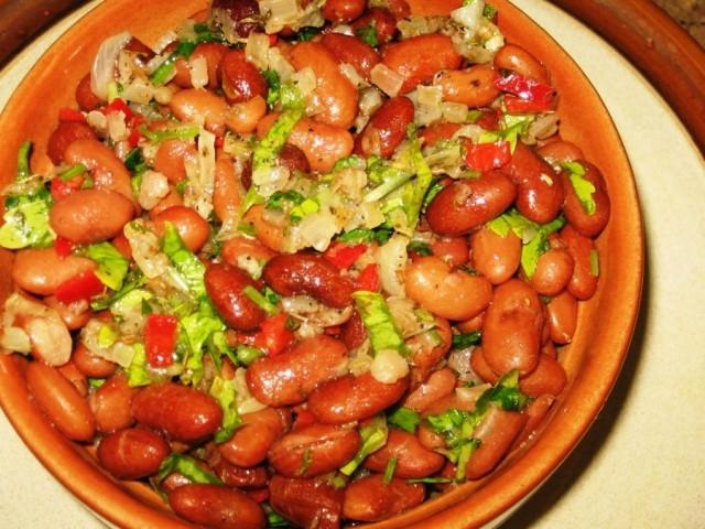 Как варить солянку из колбасы и копченой курицы