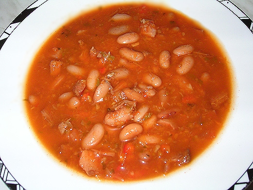 Фасолевый суп с мясом из фасоли