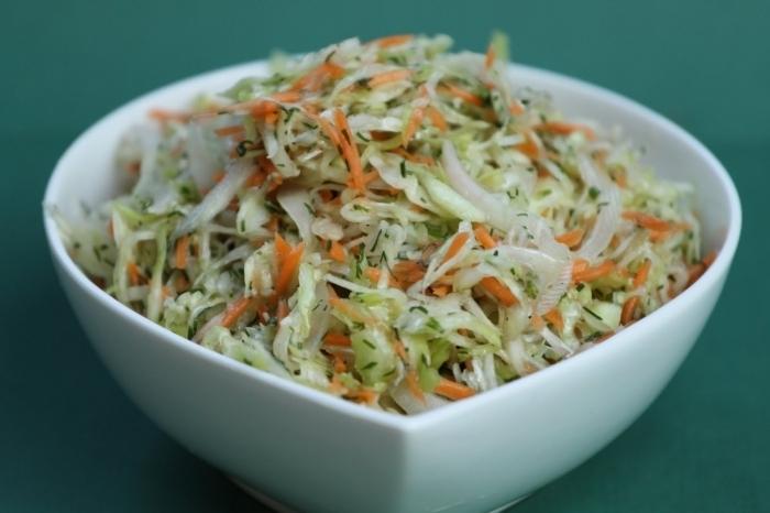 Салат из свежий капусты витаминный
