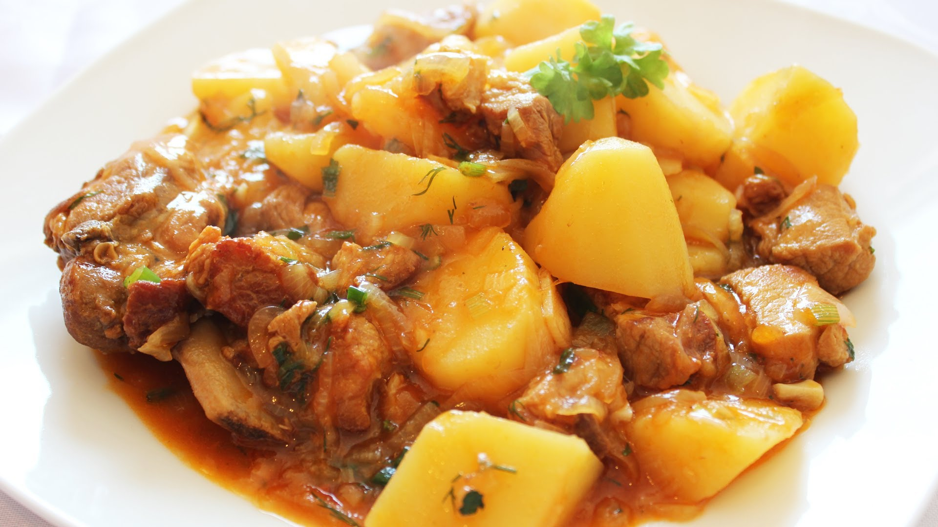 Как вкусно приготовить мясо с картошкой на сковороде