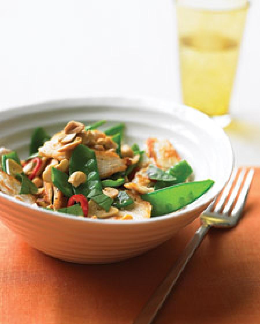 Курица с овощами и арахисом