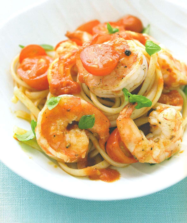 Рецепт: паста с креветками, помидорами и базиликом