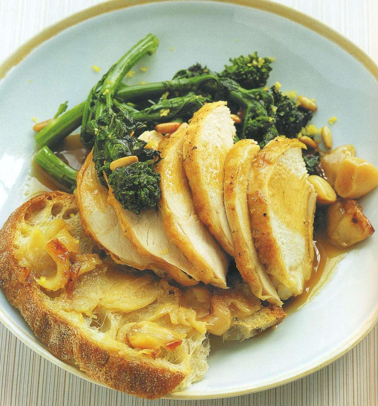 Рецепт: куриные грудки, запеченные с чесноком