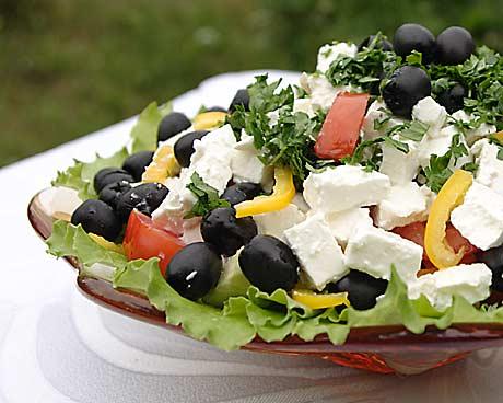 Салат со сладким перцем и тремя видами сыра