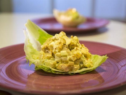 Куриный салат с карри