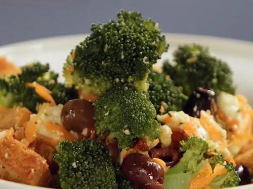 Салат с капустой брокколи и сыром