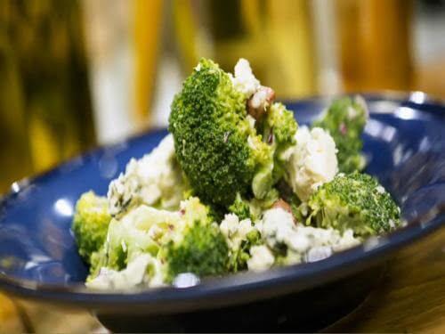 Фото рецепт салат из брокколи, бекона и сыра