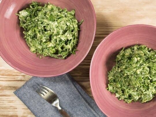 Рецепт салата со шпинатом и йогуртом