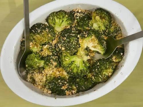 Рецепт жареной брокколи с орехами