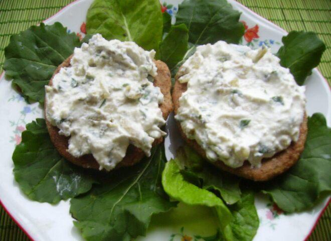 Рецепт приготовления творог с зеленью и солеными огурцами