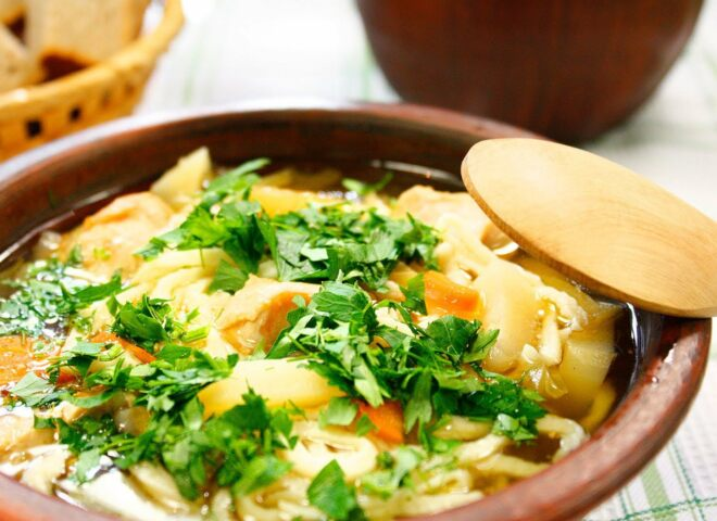 Куриный суп – лапша домашняя
