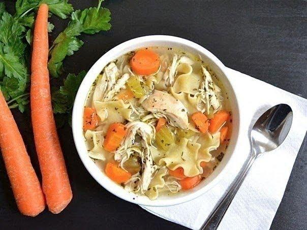 Куриный суп с лапшой и пряностями