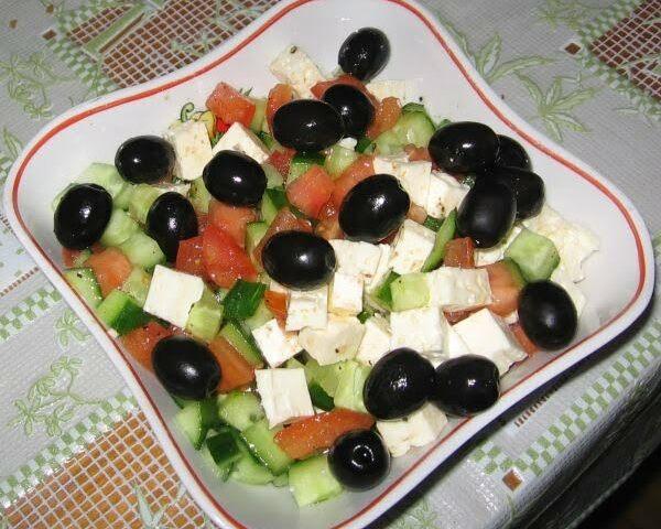 Как приготовить греческий салат?