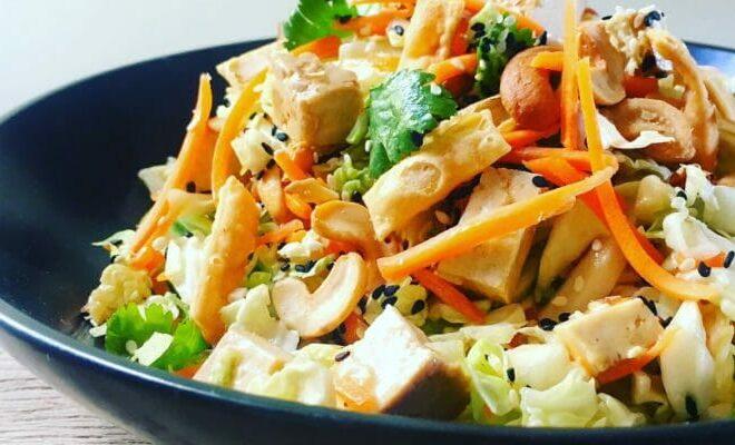 Быстрый азиатский рубленый салат (с магазинной заправкой)
