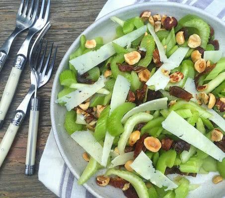Салат из сельдерея с фундуком, финиками и пекорино