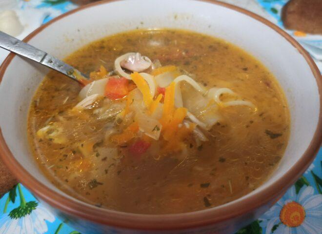 Ароматный и сытный, порционный куриный суп с лапшой, полезные советы по приготовлению