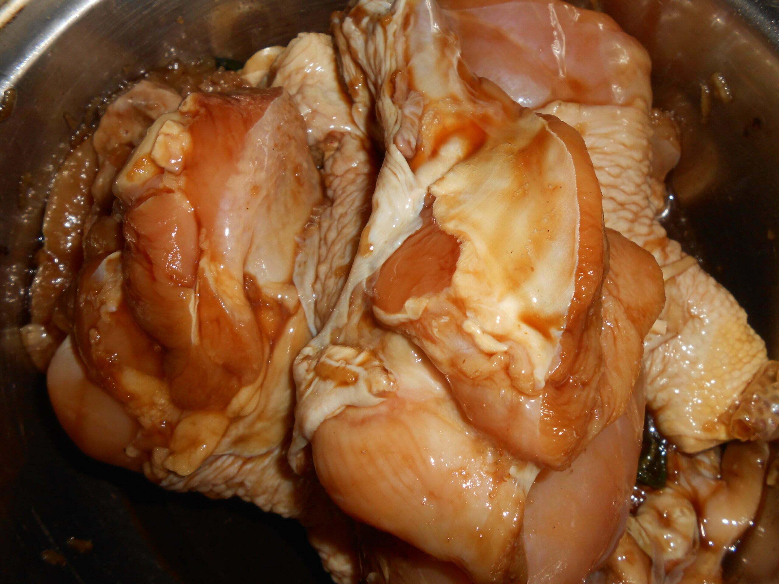 Шашлык быстрого приготовления из порционных кусочков курицы, маринованных в белом вине